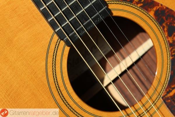 Schallloch einer Gitarre