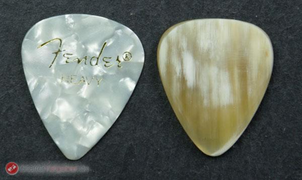Timber Tones Bone Tones Buffalo Horn White Größenvergleich vor schwarz