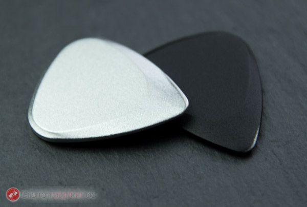 Timber Tones Fusion Tones schwarz und silber vor schwarz Beautyshot