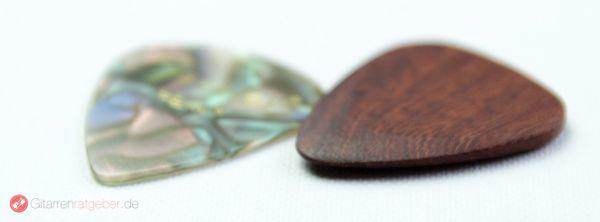Timber Tones Santos Rosewood Plektrum Beautyshot